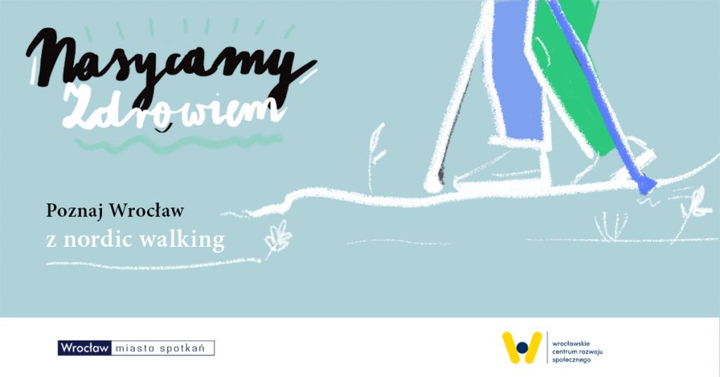 po lewej stronie odręczny napis Nasycamy zdrowiem, poniżej mniejsze napis komputerowy Poznaj Wrocław z nordic walking po prawej stronie rysunek nóg w spodniach i kijków, całość na jasnoniebieskim tle